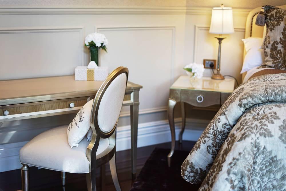East wing rainforest suite, Hermes Estate hotel
